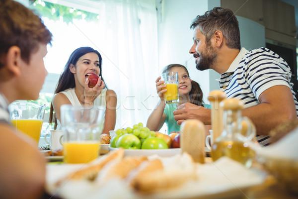 Gelukkig gezin praten ander ontbijt samen home Stockfoto © wavebreak_media