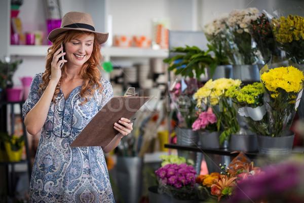 женщины флорист порядка мобильного телефона улыбаясь Сток-фото © wavebreak_media