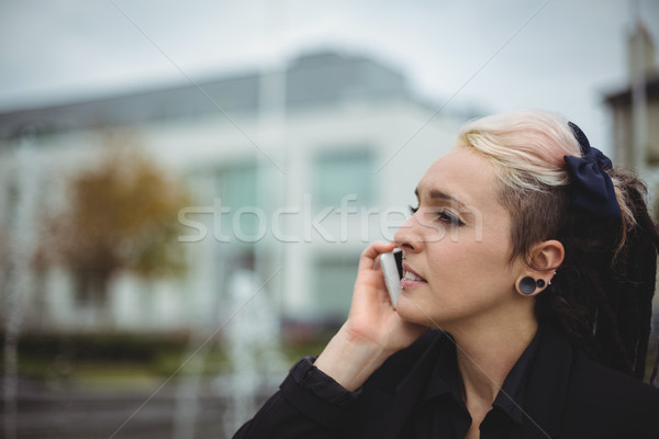 Empresária falante telefone móvel escritório escola mulher Foto stock © wavebreak_media