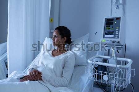 Maschio paziente riposo ospedale lettura nero Foto d'archivio © wavebreak_media