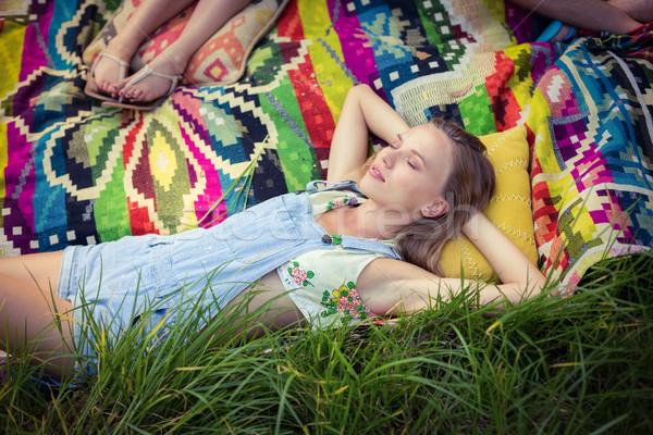 Nő megnyugtató táborhely napos idő fű utazás Stock fotó © wavebreak_media