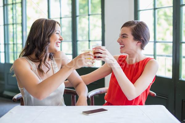 Boldog barátok pirít koktél szemüveg étterem Stock fotó © wavebreak_media