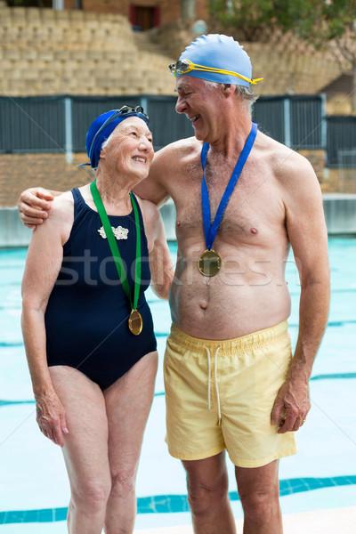 Feliz pareja de ancianos pie mujer agua gimnasio Foto stock © wavebreak_media