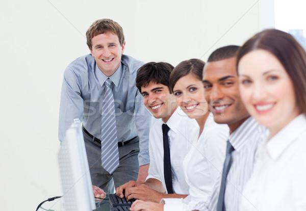 Charismatique gestionnaire équipe travail ordinateurs affaires Photo stock © wavebreak_media