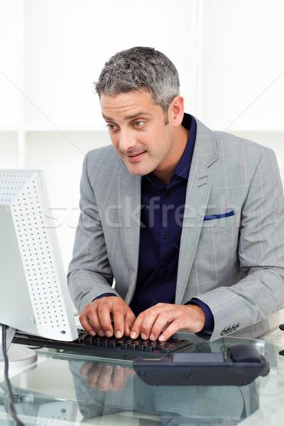 концентрированный бизнесмен рабочих компьютер служба счастливым Сток-фото © wavebreak_media