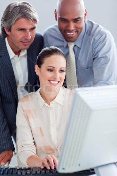 Tolakodó üzletemberek dolgozik számítógép iroda laptop Stock fotó © wavebreak_media