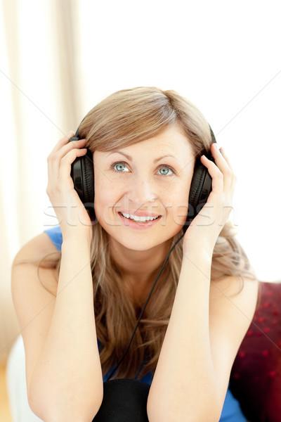 若い女性 リスニング 音楽 リビング ホーム 岩 ストックフォト © wavebreak_media