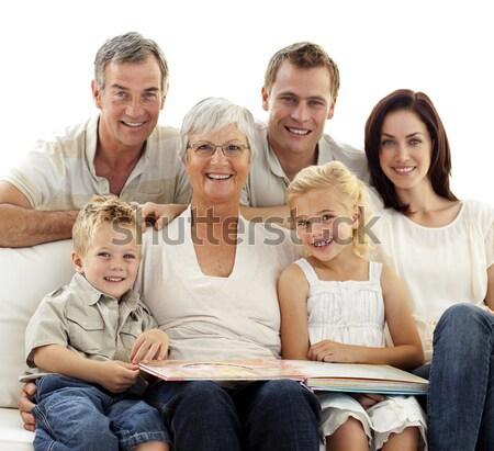 Szczęśliwą rodzinę oglądanie telewizji sofa domu kobieta żywności Zdjęcia stock © wavebreak_media