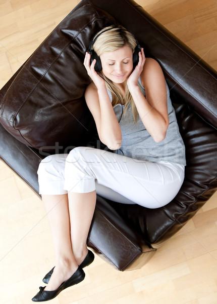 Vrouw luisteren muziek woonkamer huis Stockfoto © wavebreak_media