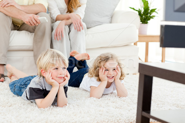 Adorable famille regarder tv salon amour Photo stock © wavebreak_media