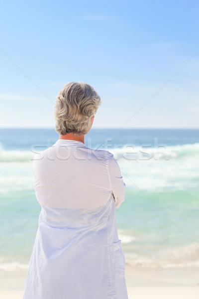 Boldog nyugdíjas nő tengerpart homok sétál Stock fotó © wavebreak_media