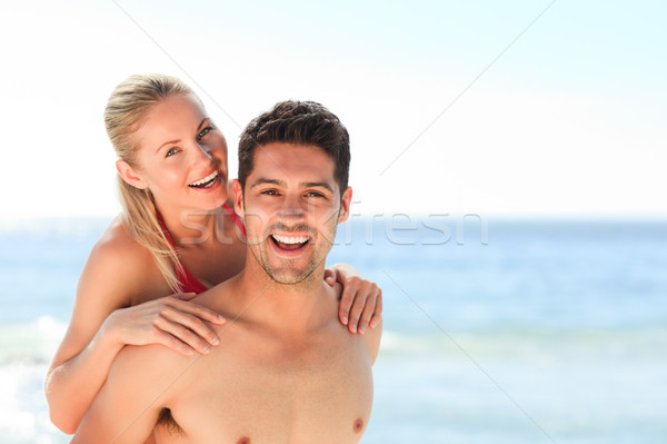 Mooie man vriendin op de rug strand water Stockfoto © wavebreak_media