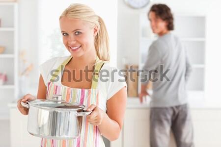 Foto d'archivio: Donna · posa · cucina · sorriso · uomo