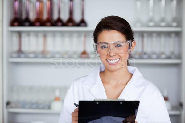 Cientista clipboard laboratório mulher feliz Foto stock © wavebreak_media