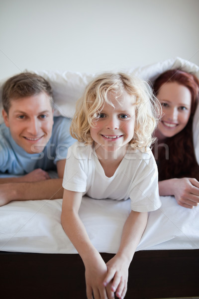 Ragazzo letto coprire insieme genitori Foto d'archivio © wavebreak_media