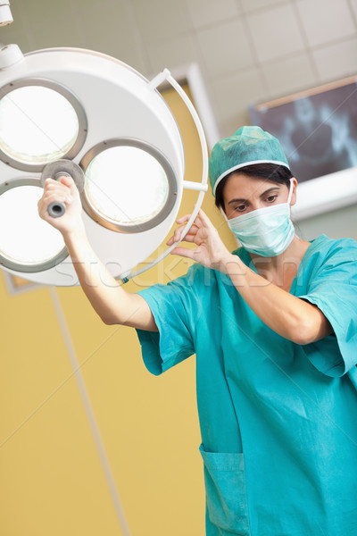 Nő sebész tart sebészi fény szoba Stock fotó © wavebreak_media
