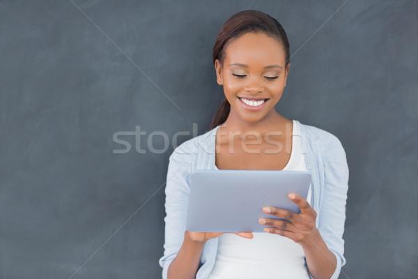 Elöl kilátás afroamerikai nő tart táblagép osztályterem Stock fotó © wavebreak_media