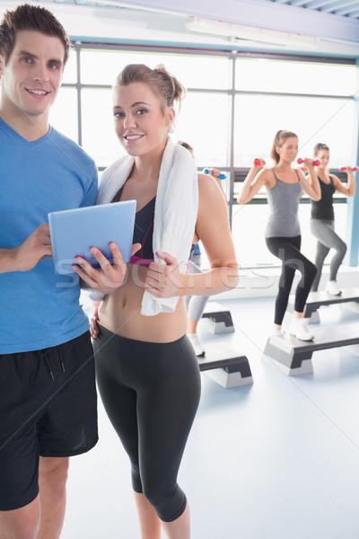 Vrouw naar dienstregeling aerobics klasse Stockfoto © wavebreak_media