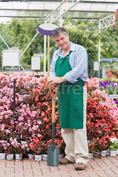 僱員 鏟 花園 中心 工作的 商業照片 © wavebreak_media