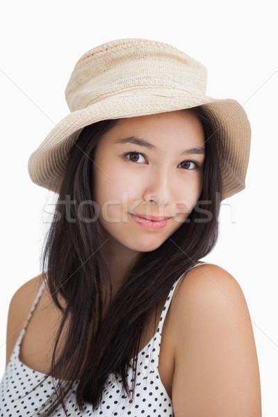 улыбающаяся женщина соломенной шляпе белый красоту одежды Сток-фото © wavebreak_media