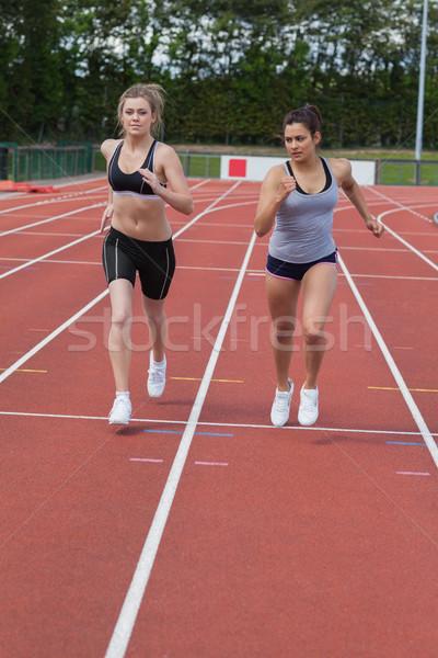 Frauen läuft Rennen Rennstrecke Körper Gesundheit Stock foto © wavebreak_media