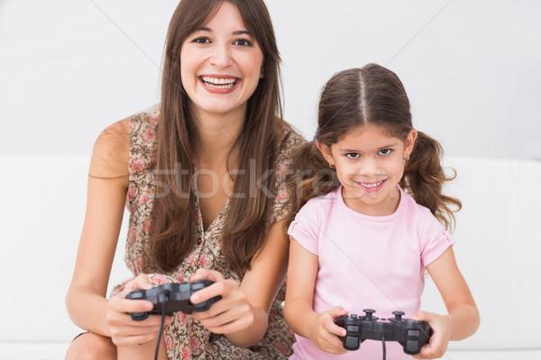 Mutlu anne kız oynama video oyunları kanepe Stok fotoğraf © wavebreak_media