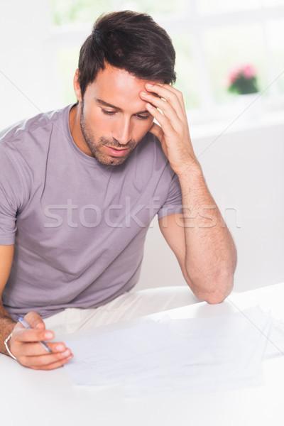 Man boekhouding huis pen home keuken Stockfoto © wavebreak_media