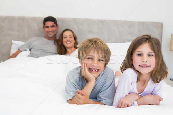 Portré boldog testvérek szülők ágy nő Stock fotó © wavebreak_media