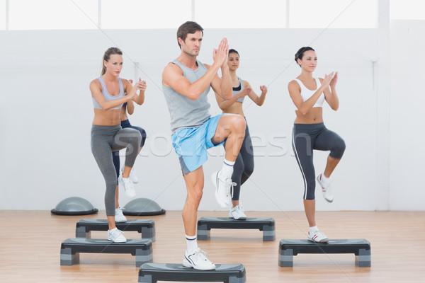 фитнес класс шаг аэробика осуществлять Сток-фото © wavebreak_media