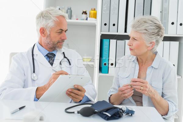 Senior vrouw arts vrouwelijke patiënt medische Stockfoto © wavebreak_media