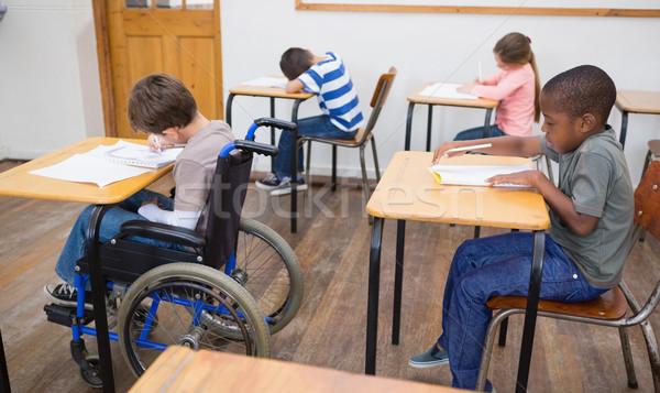 Discapacidad escrito escritorio aula escuela primaria nina Foto stock © wavebreak_media