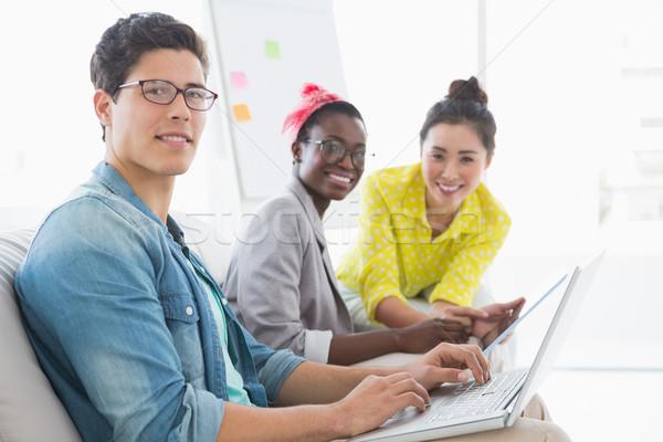 Stockfoto: Jonge · creatieve · team · werken · bank · kantoor