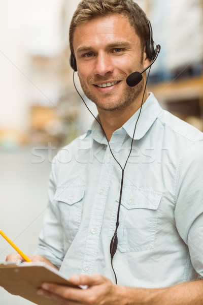 Almacén gerente auricular escrito portapapeles Foto stock © wavebreak_media