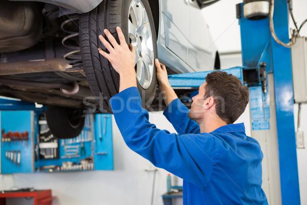 Szerelő autógumi kerék javítás garázs szolgáltatás Stock fotó © wavebreak_media