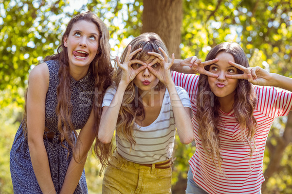 Boldog barátok elvesz lány természet nyár Stock fotó © wavebreak_media