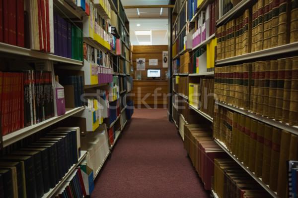Prateleiras para livros biblioteca universidade escolas Foto stock © wavebreak_media