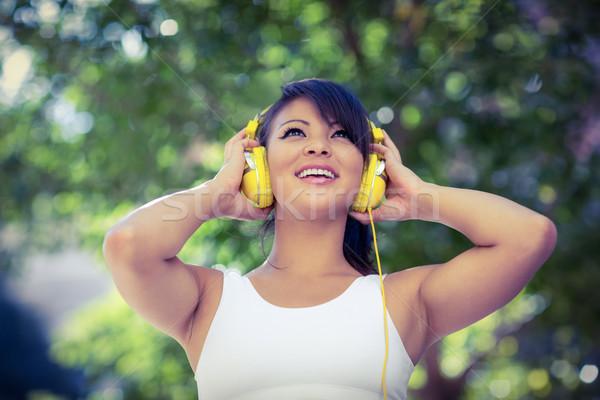 Atletisch vrouw Geel hoofdtelefoon genieten Stockfoto © wavebreak_media