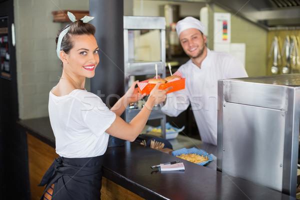 Chef serveuse commerciaux cuisine souriant alimentaire Photo stock © wavebreak_media