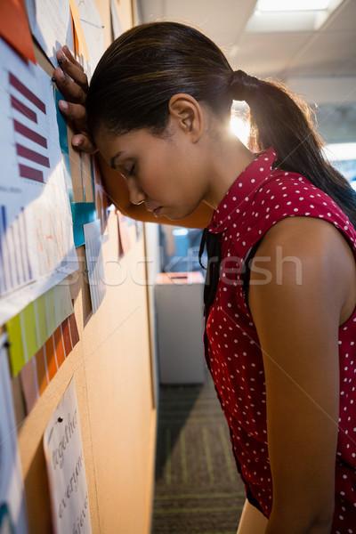 落ち込んで 女性 執行 会報 ボード ストックフォト © wavebreak_media