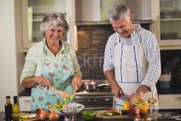 Retrato altos mujer hombre cocina Foto stock © wavebreak_media