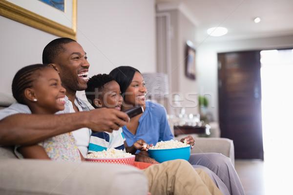 Сток-фото: семьи · попкорн · Смотря · телевизор · домой · телевидение