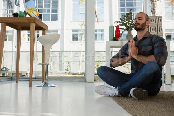Zakenman gebed positie mediteren studio vergadering Stockfoto © wavebreak_media