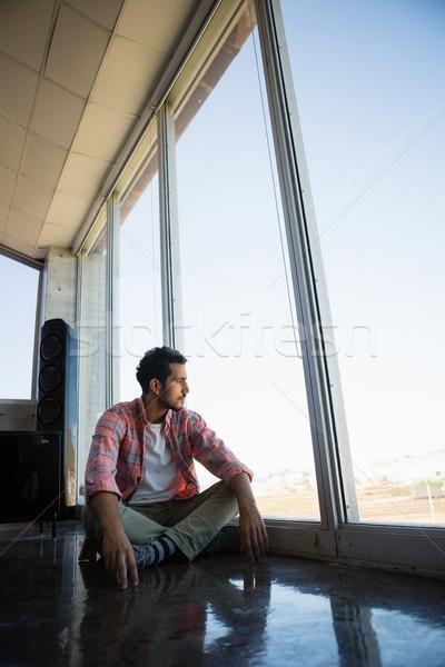 Zamyślony biznesmen patrząc okno młodych biuro Zdjęcia stock © wavebreak_media