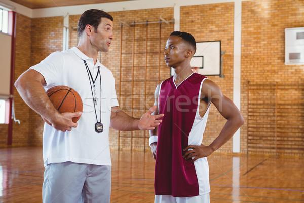Entrenador pie tribunal baloncesto pelota Foto stock © wavebreak_media