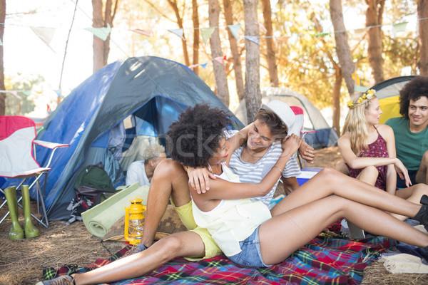Affettuoso Coppia camping seduta campo Foto d'archivio © wavebreak_media