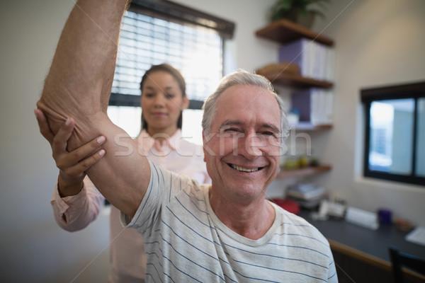 笑みを浮かべて シニア 男 女性 医師 ストックフォト © wavebreak_media