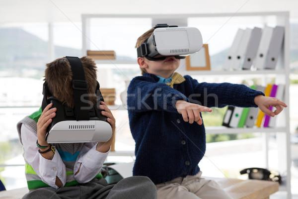 Crianças negócio virtual realidade fone Foto stock © wavebreak_media