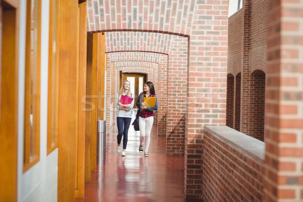 Sorridente estudantes livros entrada universidade menina Foto stock © wavebreak_media