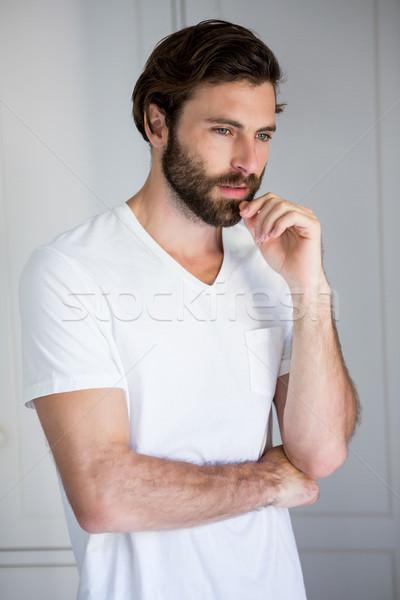 Tenso homem em pé quarto casa pensando Foto stock © wavebreak_media