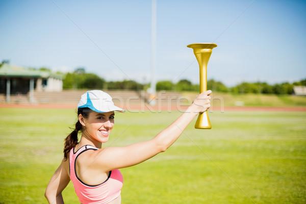 Feliz feminino atleta fogo tocha Foto stock © wavebreak_media